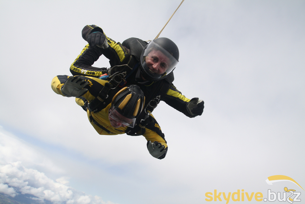 100 year old man skydives to make history in the UK ...